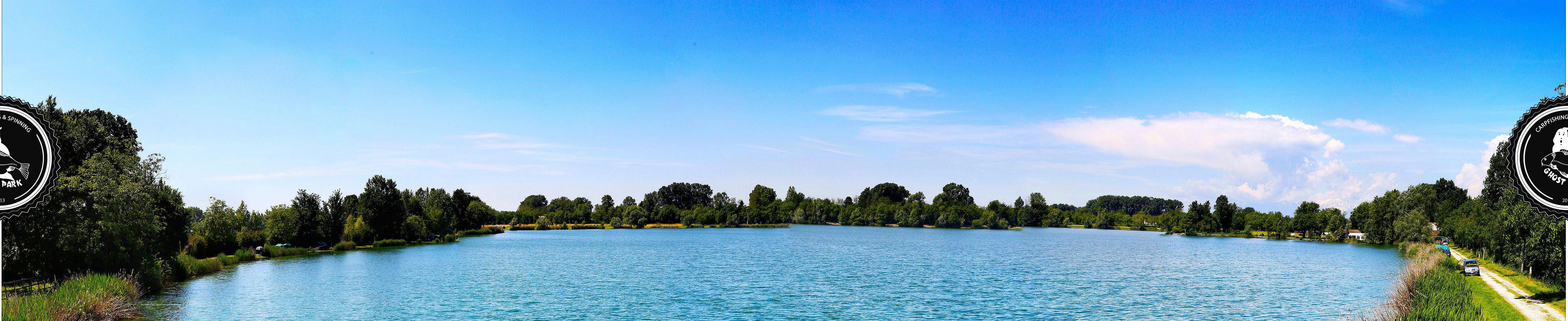 Entstanden aus einer ehemaligen Kiesgrube (60-70er Jahre) wurde der See Anfang der 80er Jahre mit Fische besetzt. Nach wenigen Jahren wurde der See aber aufgrund von Unstimmigkeiten zwischen dem Besitzer und dem Pächter wieder geschlossen. Bis zur Wiedereröffnung (Dezember 2009) kamen nur einige wenige Verwandte und Bekannte des Besitzers in den Genuss diesen See zu befischen. Dabei wurden Amurkarpfen und Karpfen bis zu 33kg gefangen. Nun ist dieser wunderschöne See nach ca. 30 Jahren wiedereröffnet worden.
